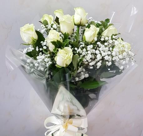 12 ivory roses