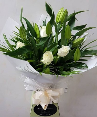 ivory roses and white lilies