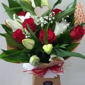 6 red roses with lilies